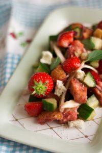 Erdbeer Panzanella mit Fenchel und Gurke