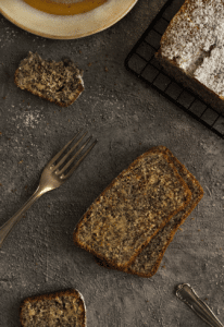 Leckerer Mohn-Marzipan-Kuchen mit Saurer Sahne