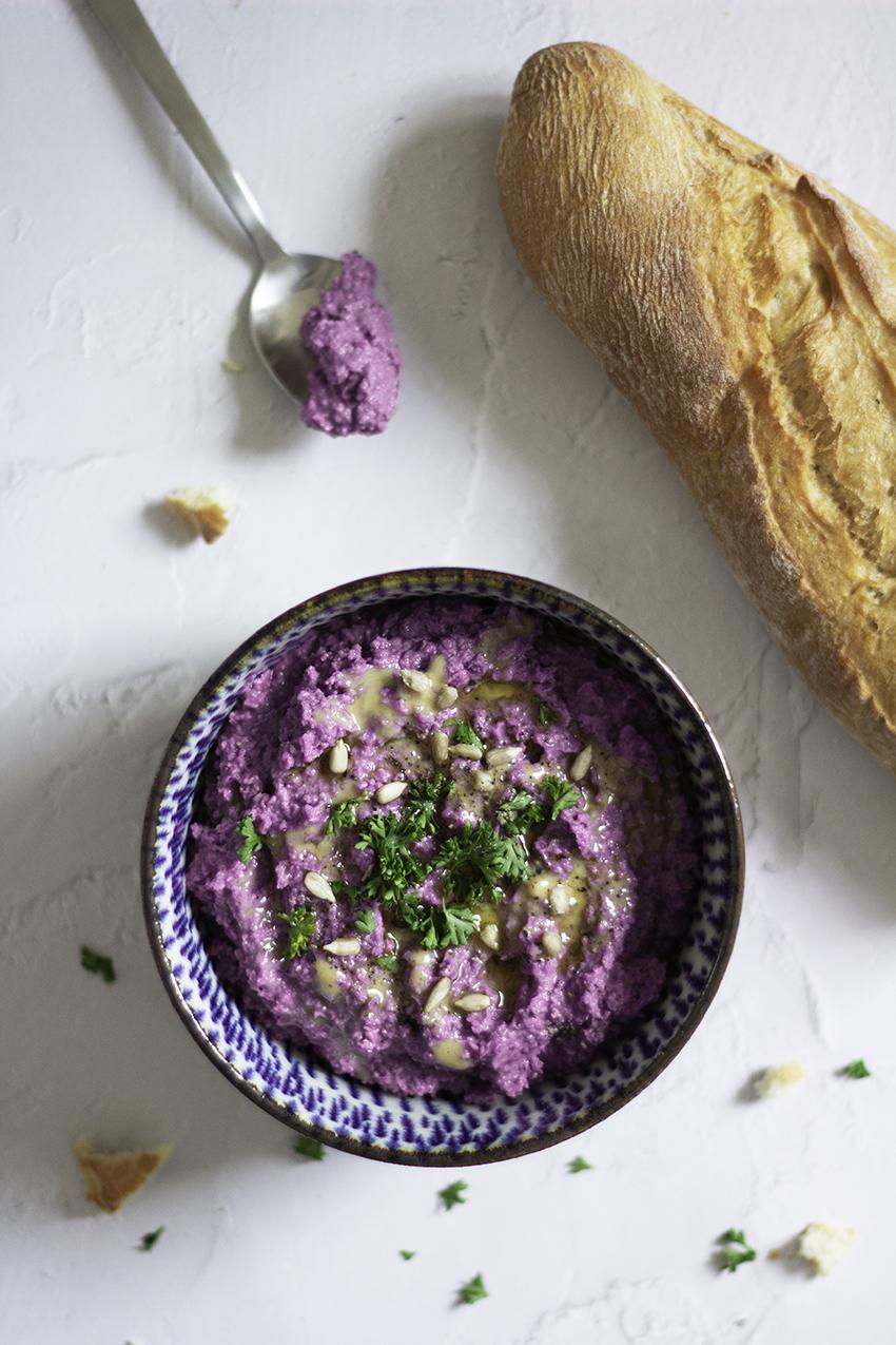 Rotkohl-Hummus