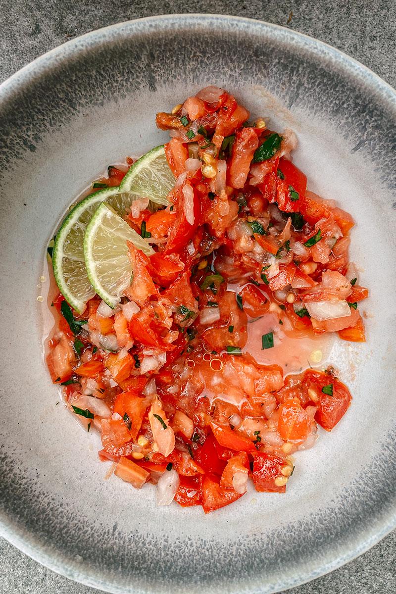 Rohe Tomatensalsa mit Limette