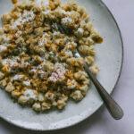 Vegetarische Manti mit Joghurt-Sauce und Paprika-Butter