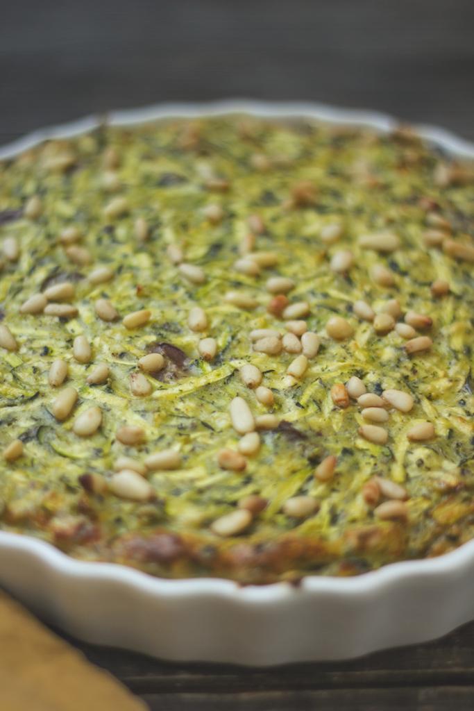 Zucchinipudding mit Pinienkernen und Oliven