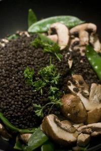 Belugalinsen-Gemüse-Wok